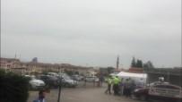 OTOBÜS ŞOFÖRÜ - Bursa'da Otobüs Şoförü İle Yolcu Birbirine Girdi Ortalık Savaş Alanına Döndü
