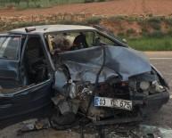 İki Araç Kafa Kafaya Çarpıştı Açıklaması 4 Yaralı