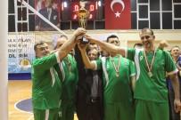 İL SAĞLIK MÜDÜRÜ - Kurumlar Arası Voleybol Turnuvası'nın Şampiyonu Esnaf Spor Oldu