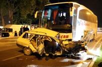 IŞIK İHLALİ - Otobüs Otomobile Çarptı Açıklaması 3 Ölü