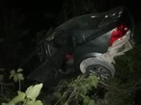 Otomobil Şarampole Yuvarlandı Açıklaması 1 'İ Ağır 3 Yaralı