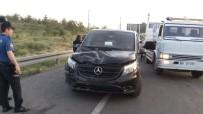 GÜLDEREN - Otomobil Tur Minibüsüne Çarptı Açıklaması 4 Yaralı