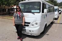 SERVİS ŞOFÖRÜ - Üniversite Mezunu Şebnem Şanlı, 20 Yıldır Okul Servisi Şoförlüğü Yapıyor