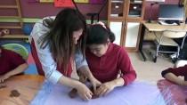 ENGELLİ ÖĞRENCİLER - Görme Engelli Öğrencilere Kil Terapisi Etkinliği