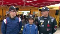 Kartingci Baba Ve Oğulları Pistin Tozunu Attırıyor