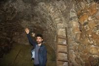 Müslüman Aile Bin 500 Yıllık Tarihi Kiliseye Gözü Gibi Bakıyor
