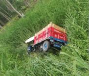 Traktör Kurutma Kanalına Devrildi Açıklaması 2 Yaralı