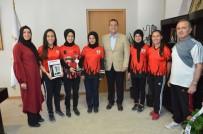 Türkiye Üçüncüleri, Kupalarını Başkan Dutlulu İle Paylaştı