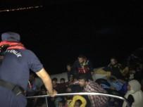 KAÇAK GÖÇMEN - 10 Kişilik Lastik Botla Ölüm Yolculuğuna Çıkan 40 Kaçak Yakalandı