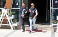 15 Yıl Hapis Cezası İle Aranan Dolandırıcı AVM Önünde Yakalandı