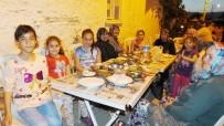 Burhaniye' De Dedelerinden Kalma Toplu İftar Geleneklerini Yaşatıyorlar