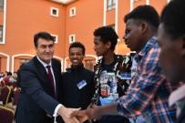 OSMANGAZI BELEDIYESI - Dündar, 58 Ülkeden Öğrencilerle İftar Yaptı