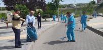 HASTANE - Elazığ'da Hastane Personeli Çöp Topladı