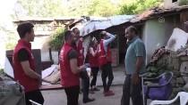 Gönüllü Öğrenciler Evleri Dolaşarak Sıcak Yemek Dağıtıyor