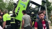 Kocaeli'de Belediye Otobüsü Devrildi