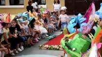 Manisa'da Atık Malzemelerden 'Çılgın Şapkalar' Defilesi