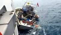 Romanya Sahil Güvenlik Ekiplerinin Türk Balıkçı Teknesini Batırması Kamerada
