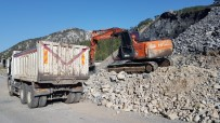 Alanya'da Kar Ve Heyelandan Kapanan Yayla Yolla Açılıyor