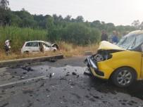 Antalya'da Taksi İle Otomobil Çarpıştı Açıklaması 4 Yaralı