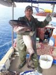 Antalyalı Balıkçı 1 Metre Uzunluğunda Dev Sardalya Yakaladı