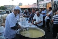 Cevizlibağ'da İftara Yetişemeyen Vatandaşlara Çorba İkramı