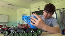 El Hareketiyle Kontrol Edilebilen Bomba İmha Robotu