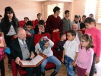 Erzurum'da Görme Engelli Öğrencilere Dijital Kur'an-I Kerim Dağıtıldı