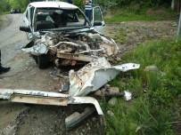 İş Makinesiyle Otomobil Çarpıştı Açıklaması 1 Yaralı