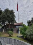 İzmit'te Yıpranan Bayraklar Yenilendi
