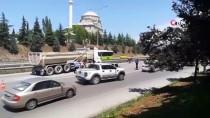 Kocaeli'de Hafriyat Kamyonu İle Otomobil Çarpıştı Açıklaması 3 Yaralı