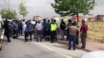 Konya'da Kamyonet Elektrik Direğine Çarptı Açıklaması 1 Ölü, 1 Yaralı