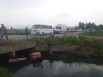 Öğrenci Taşıyan Minibüsün Çarptığı Traktör Kanala Düştü Açıklaması 13 Yaralı