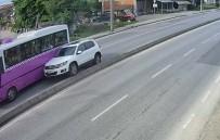 Otomobil, Otobüse Çarptı Karşı Şeride Geçti