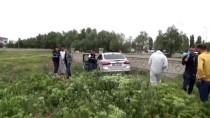 Otomobilde Boğazında İp Bağlı Erkek Cesedi Bulundu