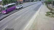 Sakarya'da Trafik Kazası Güvenlik Kamerasına Yansıdı