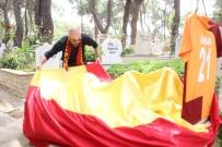 Galatasaray'ın Şampiyonluğunu Babasının Mezarında Kutladı