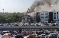 NARENDRA MODI - Hindistan'da Feci Yangın Açıklaması 16 Ölü
