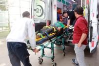 İki Otomobil Kafa Kafaya Çarpıştı Açıklaması 8 Yaralı