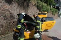 Seyir Halindeyken Motor Kısmı Tutuşan Taksi Paniğe Neden Oldu