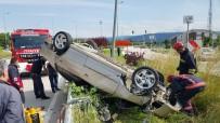 Takla Atan Otomobil Ağacı Ve Elektrik Direğine Çarparak Durabildi Açıklaması 2 Yaralı