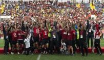 TFF 2. Lig'e Yükselen Van Büyükşehir Belediyespor Kupasını Aldı