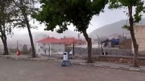 Tufanbeyli'de Kuvvetli Fırtına Çatıları Uçurdu