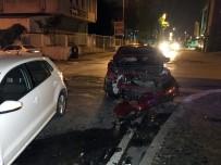 Ümraniye'de İki Araç Çarpıştı Açıklaması 1 Yaralı