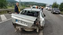 Yoldan Çıkan Otomobil Yön Levhasına Çarptı Açıklaması 1 Yaralı