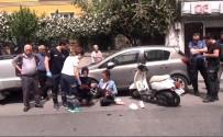 KADIN SÜRÜCÜ - Fatih'te Bir Araç Tarafından Sıkıştırılan Kadın Motosikletli, Yere Düşerek Yaralandı