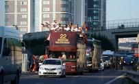 KUPA TÖRENİ - Galatasaray'da Kupa Töreni Başladı
