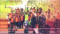 ŞAMPİYONLUK KUPASI - Galatasaray, Şampiyonluk Kupasını Kaldırdı