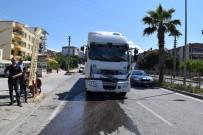 İzmir'de Tır İle Kamyon Çarpıştı Açıklaması 1 Yaralı