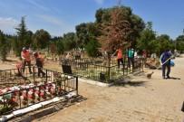 Nazilli Belediyesinden Mezarlıklarda Bayram Temizliği