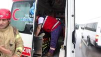 Virajı Alamayan Kamyon Devrildi Açıklaması 2 Yaralı